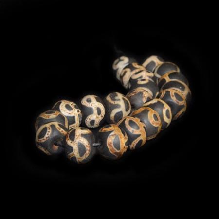 Twenty large dzi beads