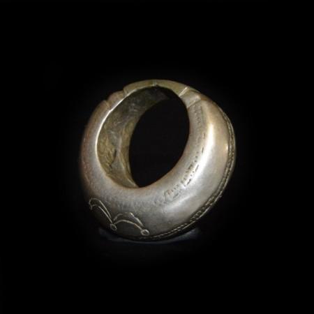 Massive antique heavy Ring Amulet
