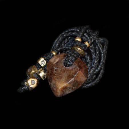 Goldenes facettiertes Safir Herz Amulett