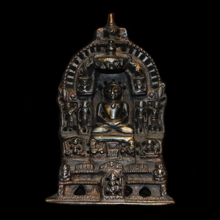 Kleine schwarze Jain Buddha Statue