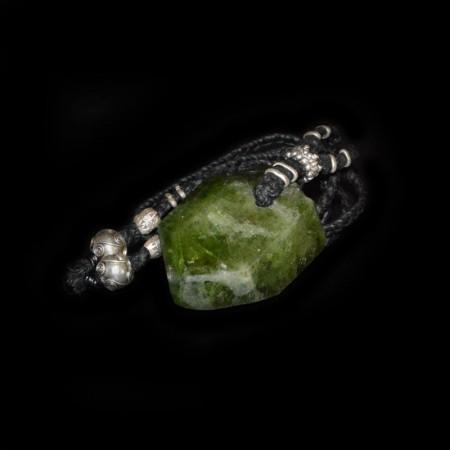 Natürlich terminierter Diopsid Kristall mit Silber Talisman