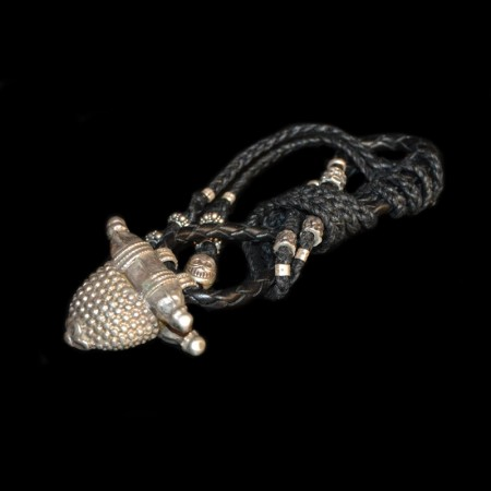 Tribal Silberanhänger auf Lederband