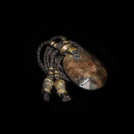 Grosser goldenes Sapphire Amulett Talisman
