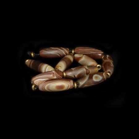 Strang mit braunen tibetischen Achatperlen