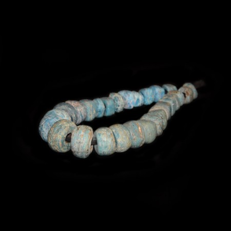 Strang mit antiken blauen Hebron Glasperlen