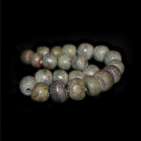 Antike Serpentin Perlen aus Nigeria