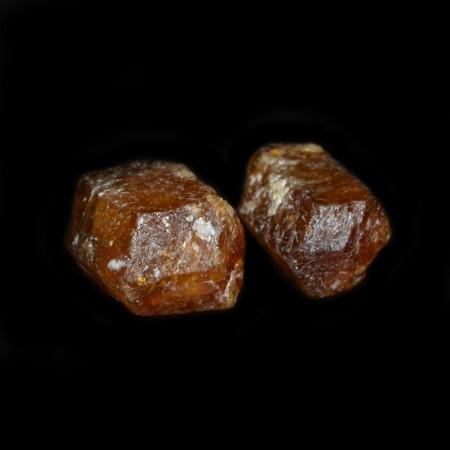 Zwei terminierte gelb-braune Turmalin Kristalle