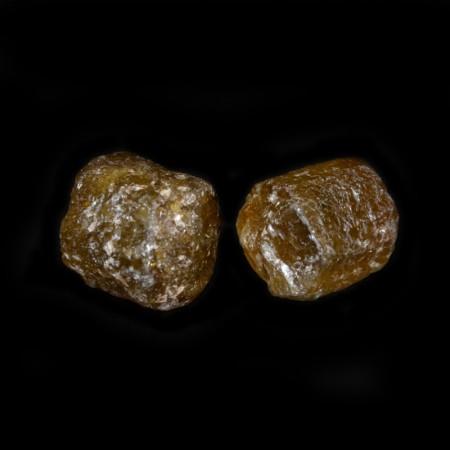 Zwei gelb-grüne terminierte Turmalin Kristalle