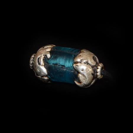 Antike in Silber gefasste Glasperle
