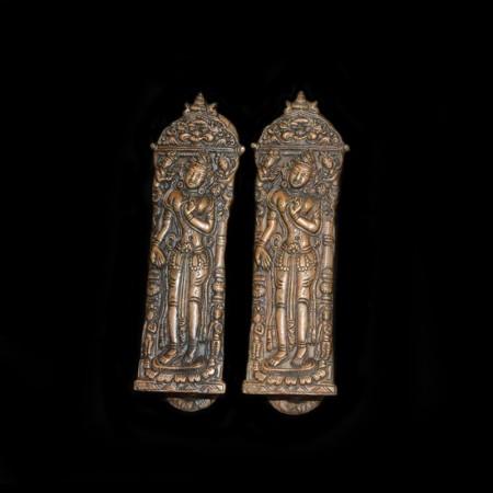 Zwei alte tibetische Kupfer Türgriffe
