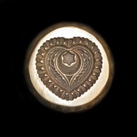 Antike Herz Schmuckform aus Bronze