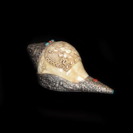 Grosses tibetisches Muschelhorn mit Silber Dekoration